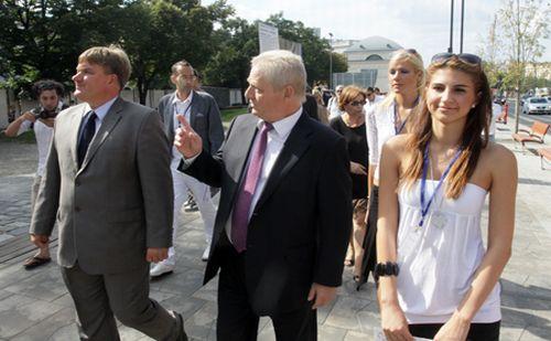 Pénteken átadták a Budapest Szíve program két projektjét, a megújult Városháza teret, és a Március 15-e teret. A rendezvényen ünnepi beszédet mondott dr. Szűcs Lajos,