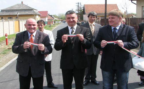 Tura útátadó 2012.04.19.