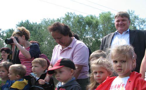 Felújították a csapadékvíz-gyűjtő árok- és csatornarendszert Árpádföldön. A rendezvényen részt vett dr. Szűcs Lajos.