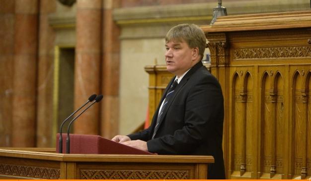 Szűcs Lajos, a Fidesz vezérszónoka, a parlamentben